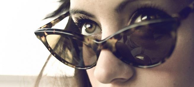 Yo no soy gente, Historias reals, mundo surrealista, no sin mis gafas de sol.